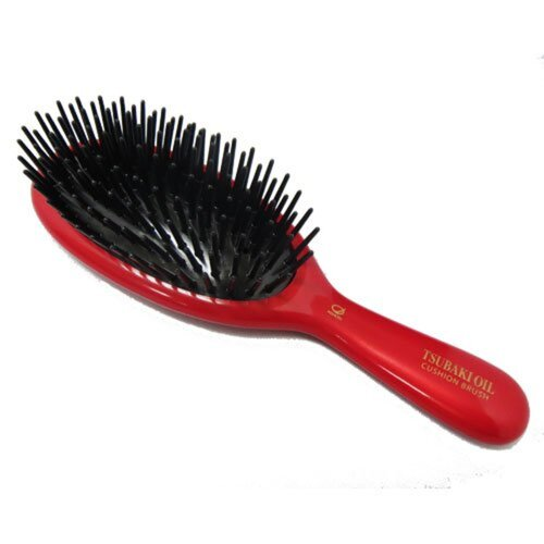 Ikemoto Щетка для ухода и восстановления с маслом японской камелии - Tsubaki oil brushing brush, 1шт
